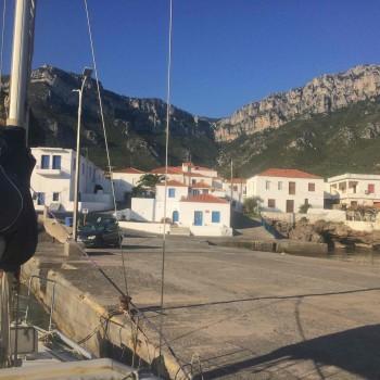 A quai à Kyparissi, séjour voile escalade Péloponnèse